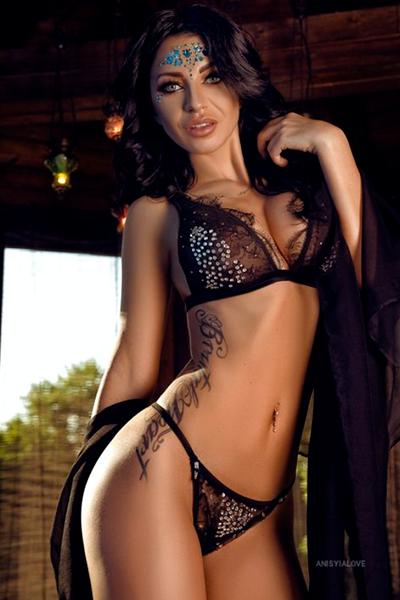 Cam girl AnisyiaLove from LiveJasmin.com
